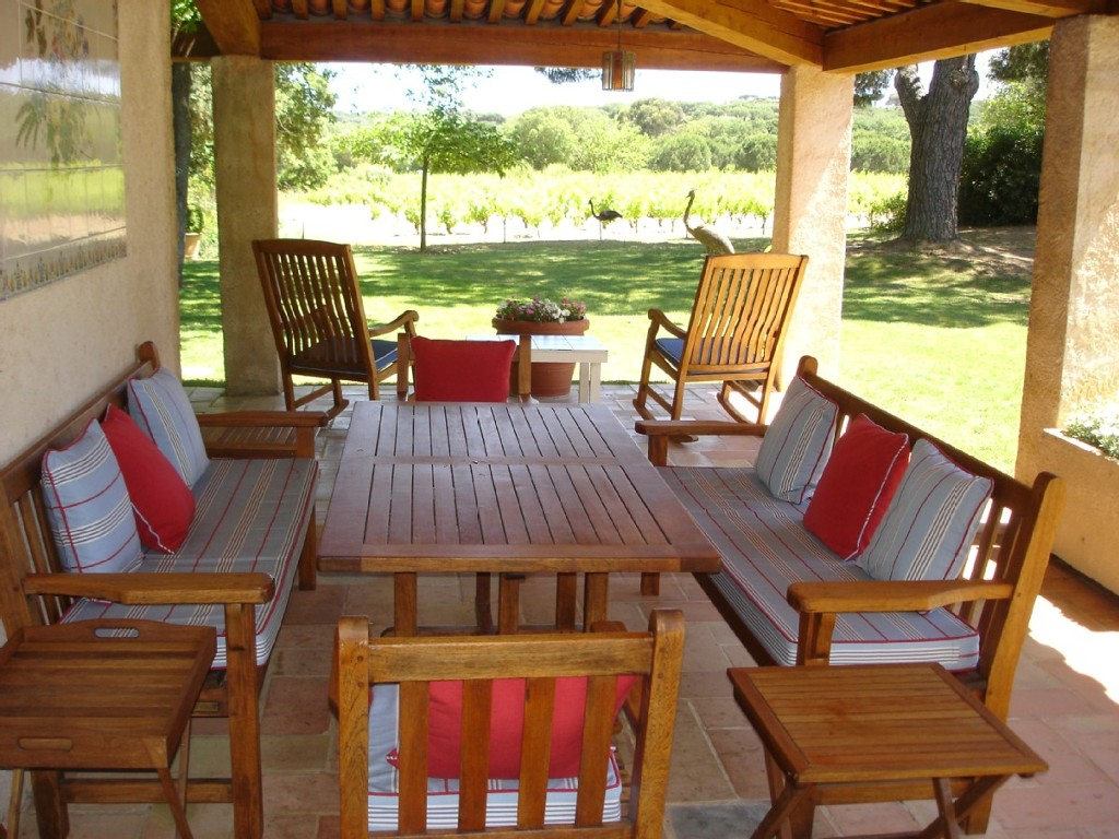 dining-terrace-and-vineyard